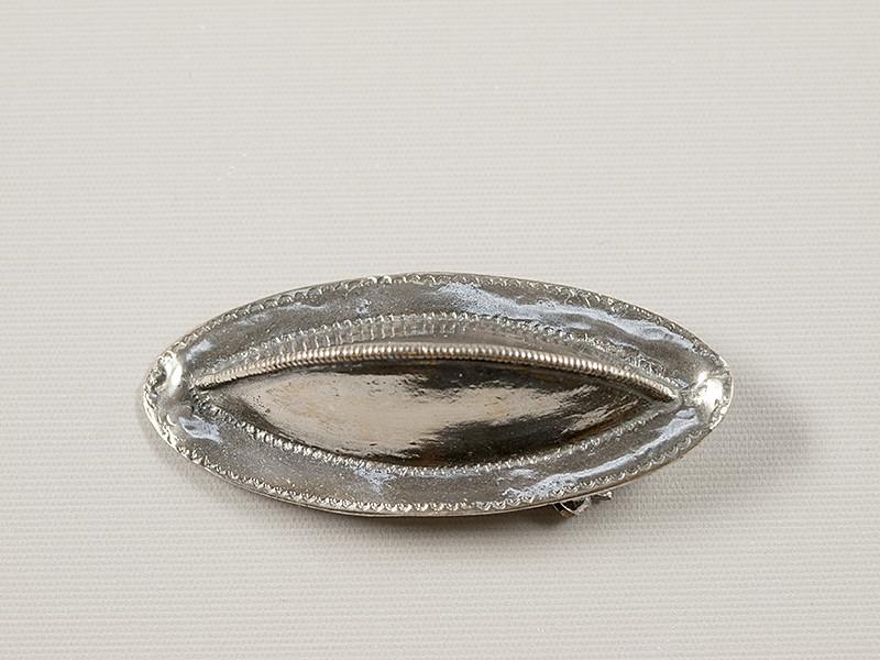 Sværdfæsteknap-broche, sølv